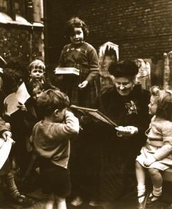Maria-Montessori-teaching